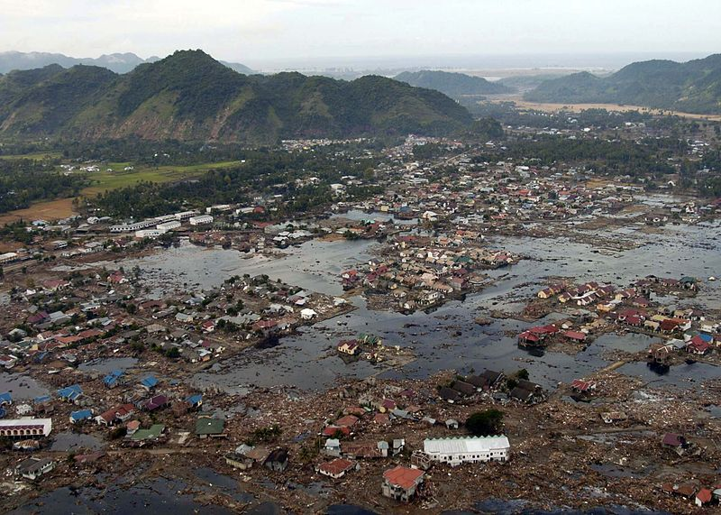800px-US_Navy_050102-N-9593M-040_A_village_near_the_coast_of_Sumatra_lays_in_ruin_after_the_Tsunami_that_struck_South_East_Asia